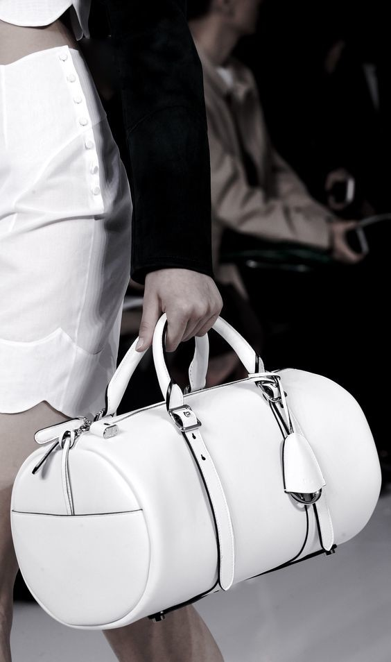 Barrel bag white leather #purses #fashion #trendypins