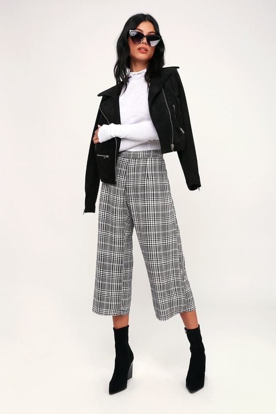 Culottes houndstooth black and white with black coat outfit #culottes #houndstooth #fashion #trendypins