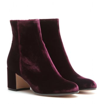 exclusive Royal velvet ankle boots #heels #fashion #trendypins