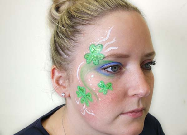 Easy shamrock face paint for St. Patrick's Day #St. Patrick's Day face painting #beauty #trendypins