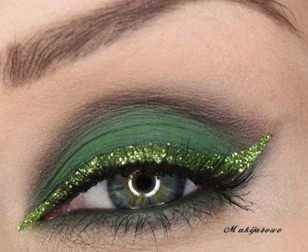 St. Patrick's Day Makeup Gorgeous Green Glitter #beauty #makeup #St. Patrick's Day makeup #trendypins