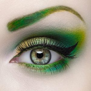 St. Patrick's Day makeup green eyebrows