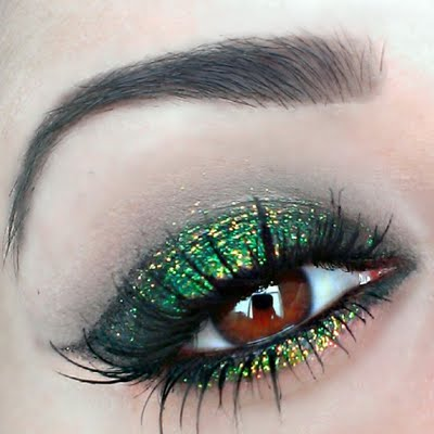 St Patrick's Day makeup green, gold and smoky #beauty #makeup #St. Patrick's Day makeup #trendypins