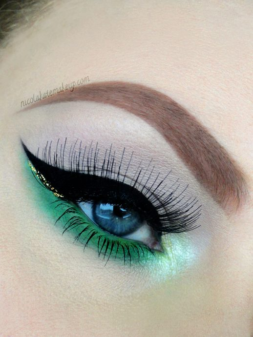 St. Patrick's Day makeup deep black lash #beauty #makeup #St. Patrick's Day makeup #trendypins
