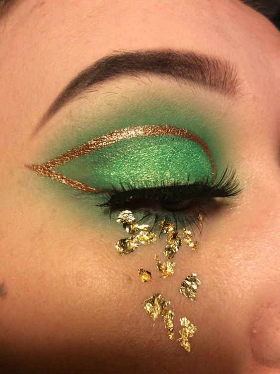 St. Patrick's Day Makeup Green And Gold Crying effect #beauty #makeup #St. Patrick's Day makeup #trendypins
