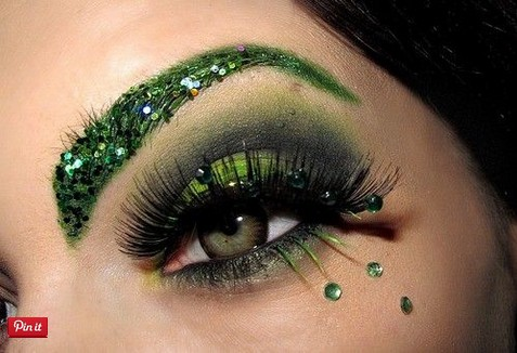 St. Patrick's Day Makeup Blinking Eyebrow #beauty #makeup #St. Patrick's Day makeup #trendypins