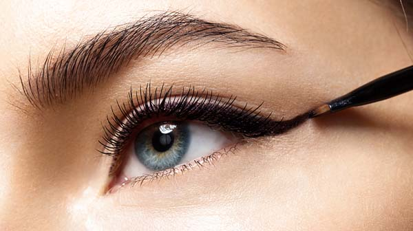 Eyeliner makeup tips and tricks #makeup #beauty #trendypins