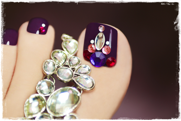 Bindis Or Rhinestones Toe Nail Art #toe nail art #nails #beauty #trendypins