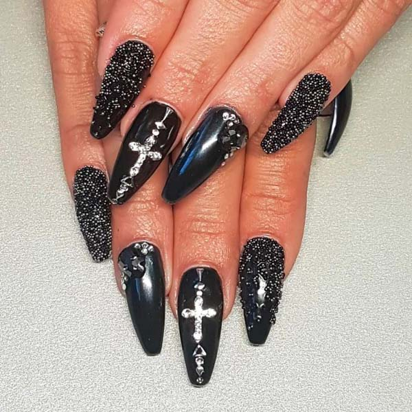 Pointed Witch Halloween Nails Art Design #nails #Halloween nails #trendypins
