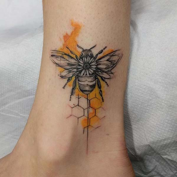Bee Tattoo in Black and White #bee tattoos #tattoo #beauty #trendypins