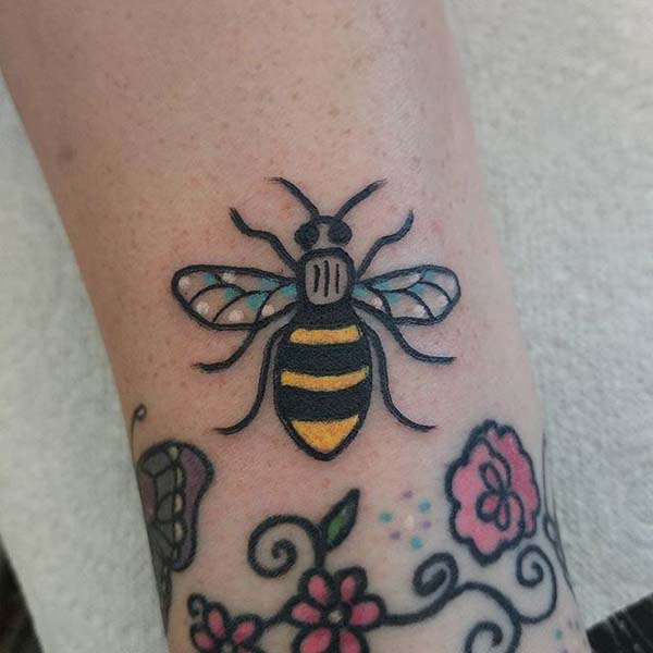 Bee Tattoo – Beauty in the Simplicity #bee tattoos #tattoo #beauty #trendypins