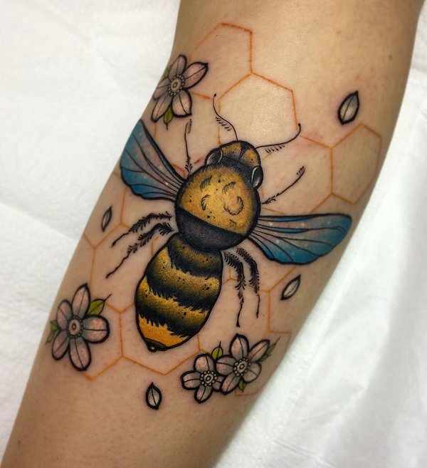 Bee Tattoo in a Neotraditional Style #bee tattoos #tattoo #beauty #trendypins