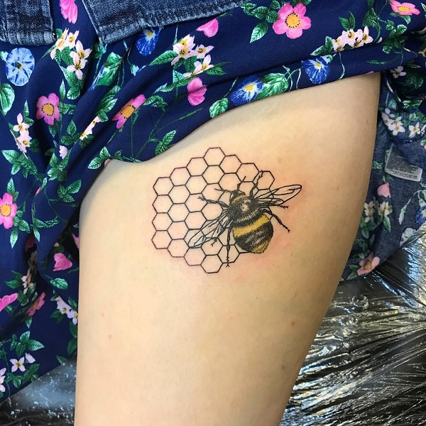 Realistic Bee Tattoo #bee tattoos #tattoo #beauty #trendypins