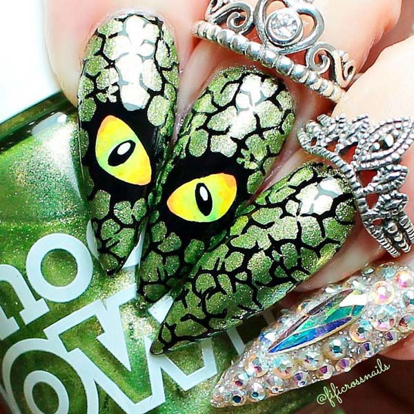 An Eye of a Cat Halloween Art Nails #nails #Halloween nails #trendypins