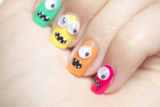3D Eyes Colorful Halloween Nails