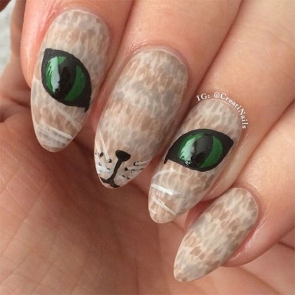 Green Cat Eyes For Halloween Nails #Halloween #nails #trendypins