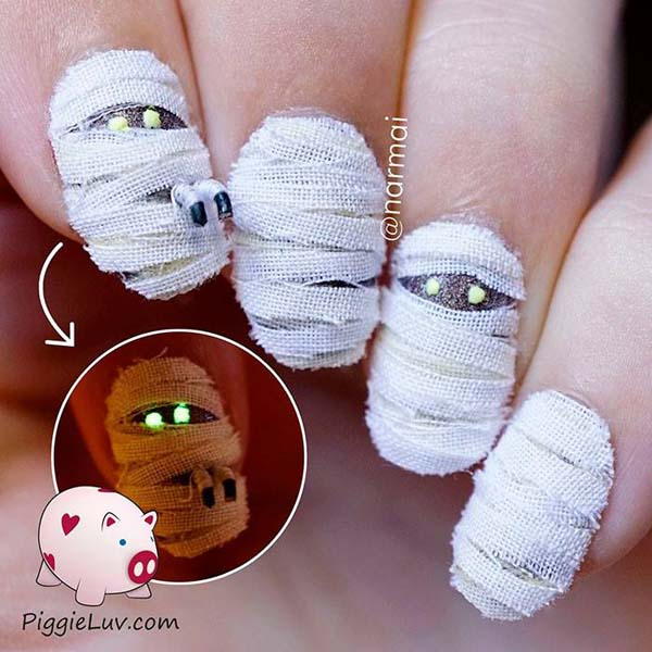 Mummy Dearest Halloween Nail Art #nails #Halloween nails #trendypins