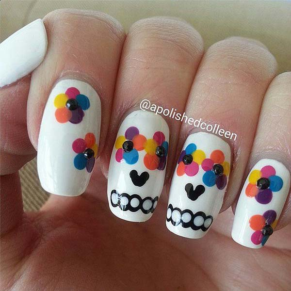 Eyes in the Flowers Skull Candy Halloween Nails #Halloween #nails #trendypins