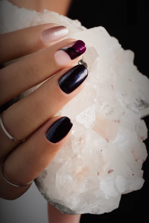 Black and Dark Red/White Shiny Christmas Manicure #Christmas #nails #trendypins