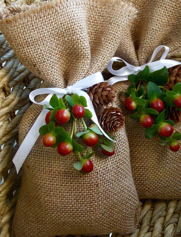 Burlap Treat Bag #DIY #Christmas #gifts #trendypins