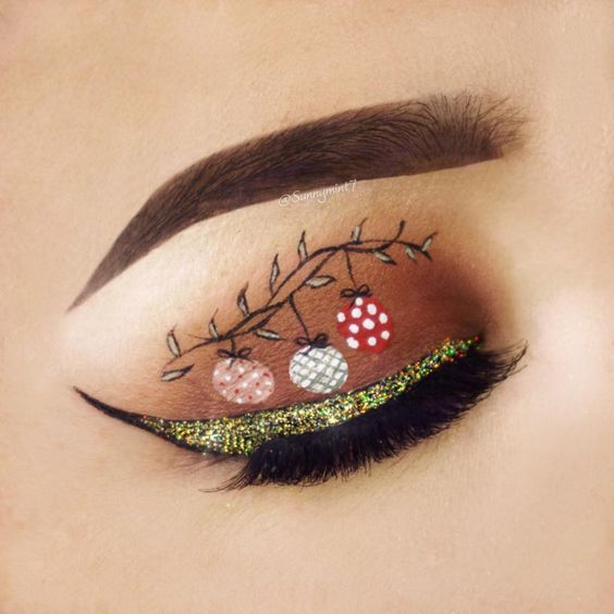Christmas Bell and Gold Glitter Eyeliner #Christmas #makeup #beauty #trendypins