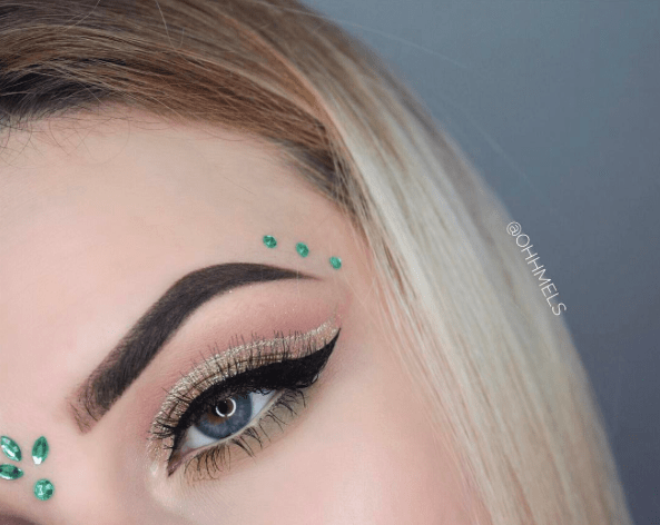 Christmas Green Gems Around Eyebrows #Christmas #makeup #beauty #trendypins
