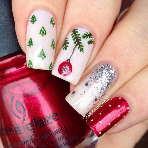 Christmas Nail Design with Glitter Effect #Christmas #nails #trendypins
