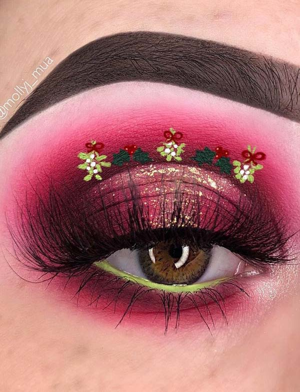 Christmas Tree on Red Base Makeup #Christmas #makeup #beauty #trendypins