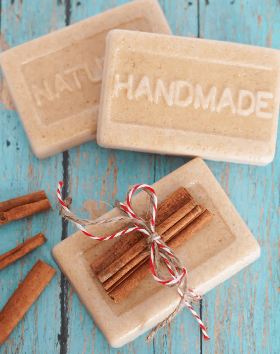 Homemade Soap with Oatmeal And Cinnamon #DIY #Christmas #gifts #trendypins