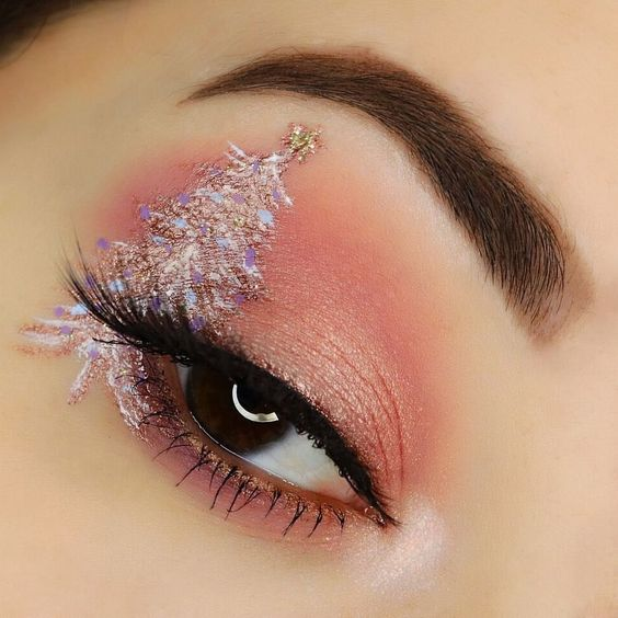 Glitter-Christmas Tree on Pink Base #Christmas #makeup #beauty #trendypins