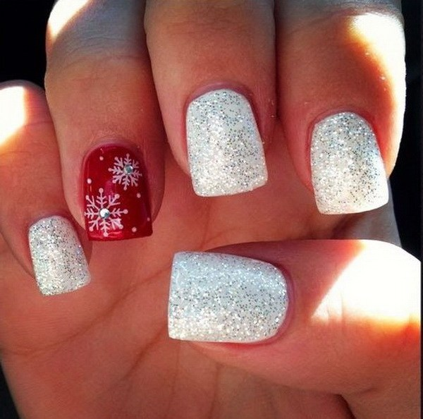 Glitter Red and White Christmas Nails with Rhinestones #Christmas #nails #trendypins