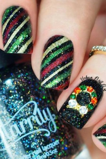 Glittery Diagonal Stripes Across the Nail #Christmas #nails #trendypins