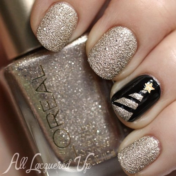 Gold Glitter and Black Nails with Christmas Tree #Christmas #nails #trendypins