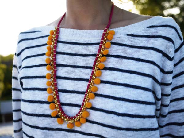 Handmade Pom Pom Statement Necklace #DIY #Christmas #gifts #trendypins