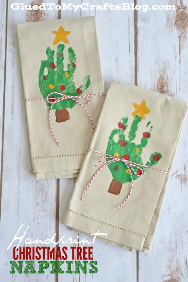 Handprint Christmas Tree Napkins #DIY #Christmas #gifts #trendypins