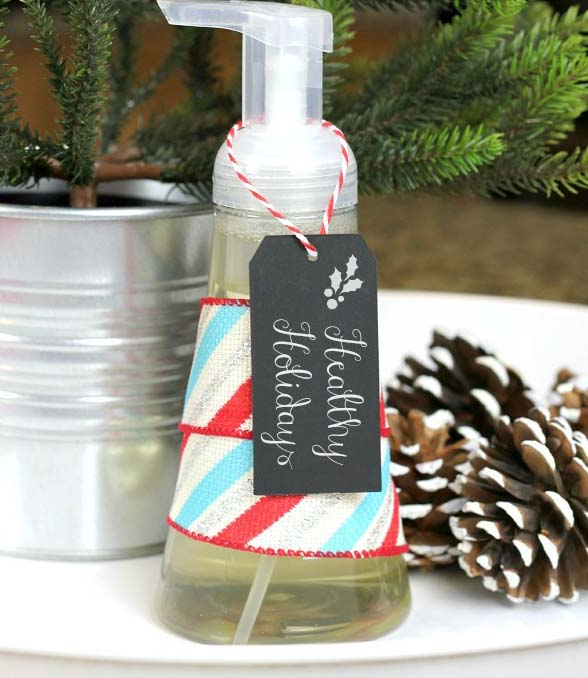 Homemade Foaming Hand Soap #DIY #Christmas #gifts #trendypins