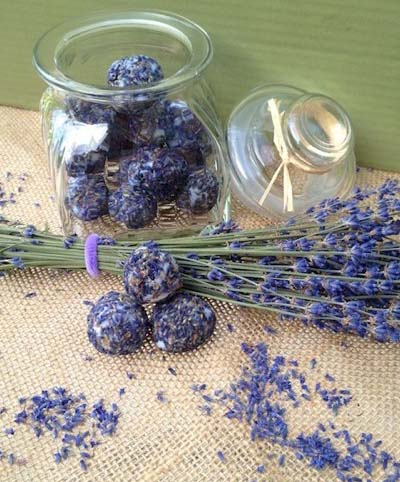 Lavender and Coconut Oil Bath Bonbons #DIY #Christmas #gifts #trendypins