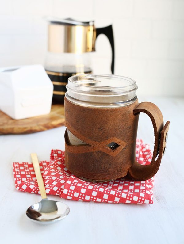 Leather Mason Jar Sleeve #DIY #Christmas #gifts #trendypins