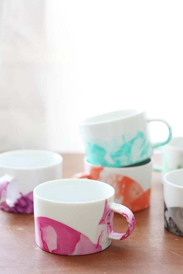Marbled Mugs with Nail Polish #DIY #Christmas #gifts #trendypins