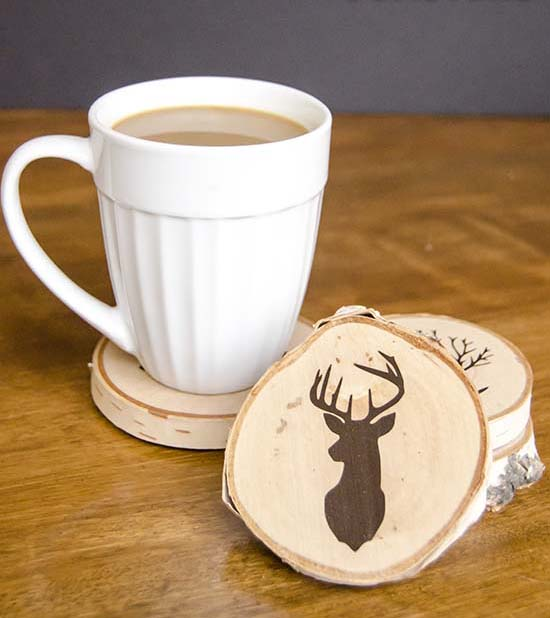 DIY Painted Wood Slice Coasters #DIY #Christmas #gifts #trendypins