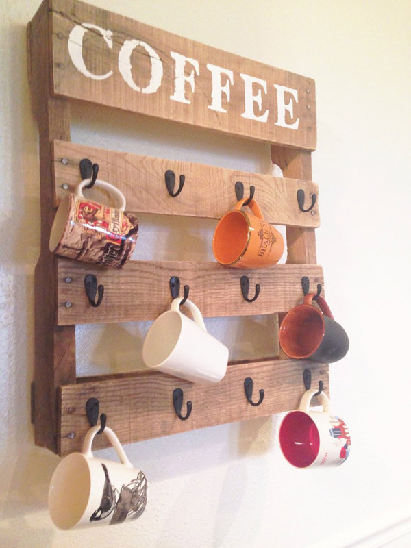 Pallet Coffee Cup Holder #DIY #Christmas #gifts #trendypins