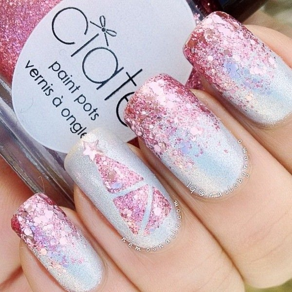 Pink Glitter Christmas Nails and Christmas Tree #Christmas #nails #trendypins