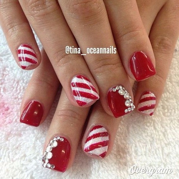 Red and White Christmas Nails with Rhinestones #Christmas #nails #trendypins