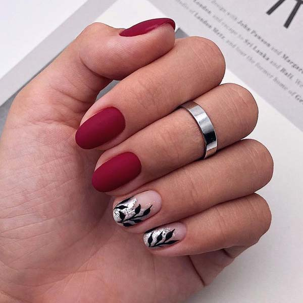 Red Matte with Leaves Christmas Nails #Christmas #nails #trendypins