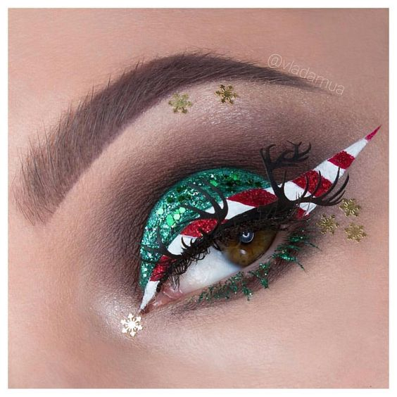 Reindeer Eyelashes and Shiny Green Eyeshadow with Candy Eyeliner #Christmas #makeup #beauty #trendypins