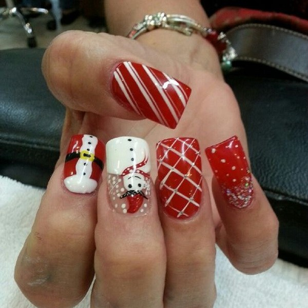 Snowman Christmas Nails with Checkered and Striped Manicure #Christmas #nails #trendypins