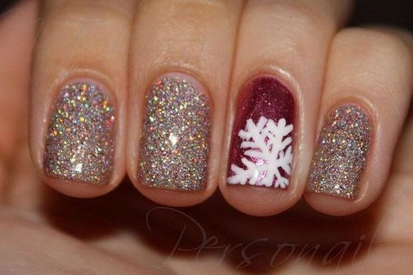 Sparkly Christmas Nails #Christmas #nails #trendypins