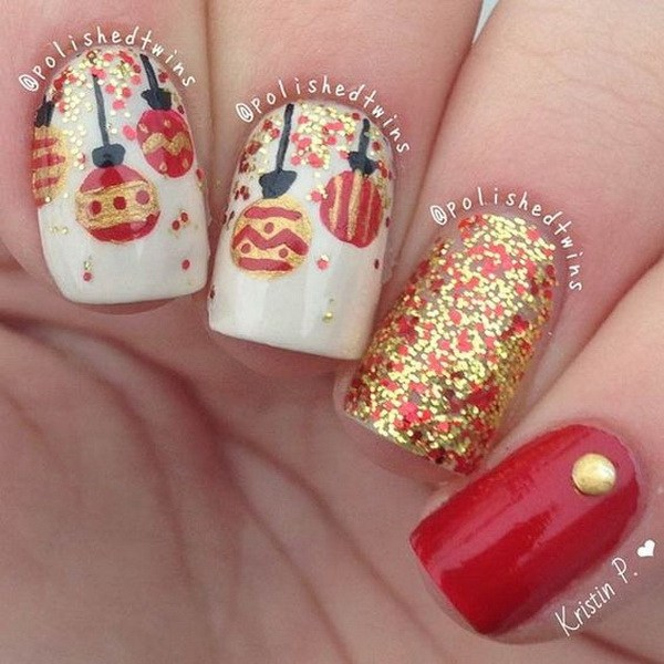 Sparkly Red and Gold Baubles Christmas Nails #Christmas #nails #trendypins