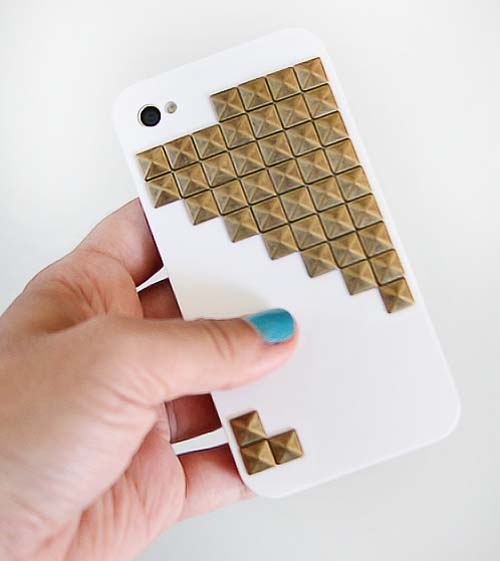 Studded iPhone Case #DIY #Christmas #gifts #trendypins