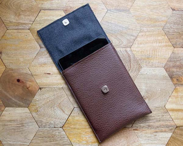 DIY Leather Tablet Case #DIY #Christmas #gifts #trendypins